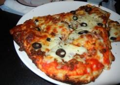 アショクズバー・ナンのピザ