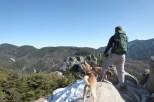 瑞牆山の山頂に立つニッチ