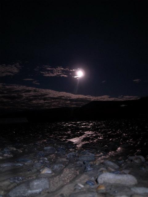 ユーコン川でオーロラとキャンプ