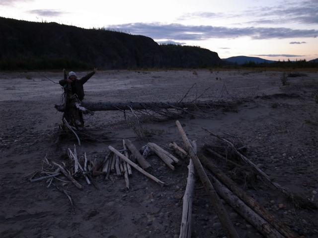 ユーコン川でオーロラとキャンプ (3)