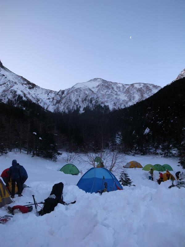 厳冬期2月の冬山に初挑戦!八ヶ岳の頂点、赤岳を雪山登山(赤岳鉱泉テント泊ルート、コースタイム有) (25)