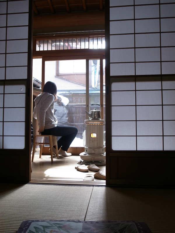 飛騨古川の古民家で純米大吟醸「色おとこ」を飲んだくれる男性官僚の宿泊体験レポート (2)