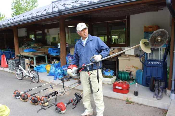 草刈機と耕運機を使いこなしてビニールハウスを耕す方法 (2)