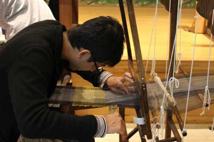 裂き織り体験教室で学ぶ「機織り機の仕組み」 (21)