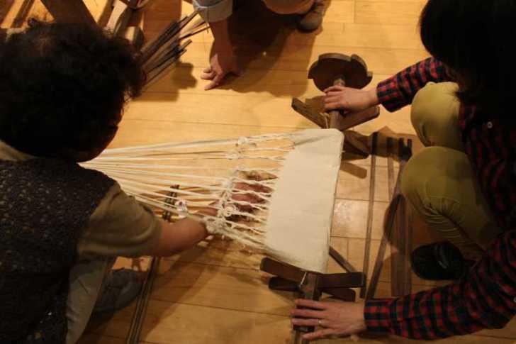裂き織り体験教室で学ぶ「機織り機の仕組み」 (24)
