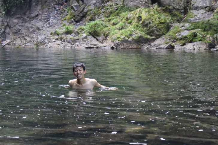 愛知県新城市作手の「鳴沢の滝」までサイクリングして泳いでみた! (10)