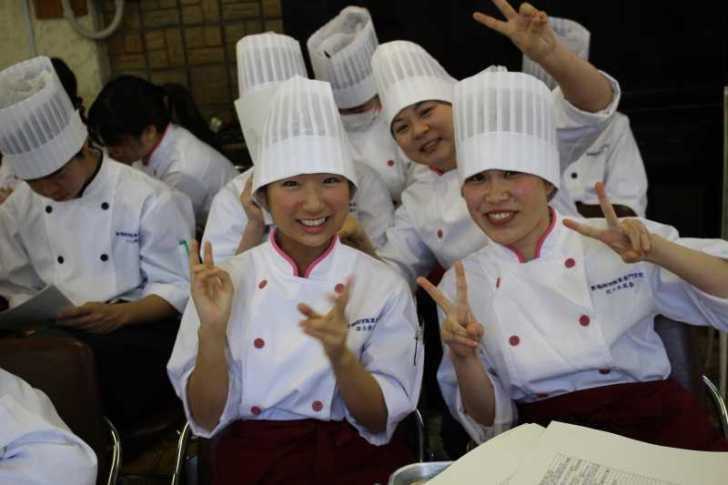 地方で特産品を開発する方法(豊橋調理製菓専門学校が新城スイーツを考案) (3)
