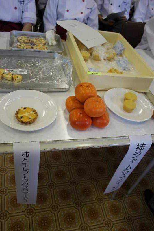 柿ジャムマフィンと柿と干しブドウのフロマージュ