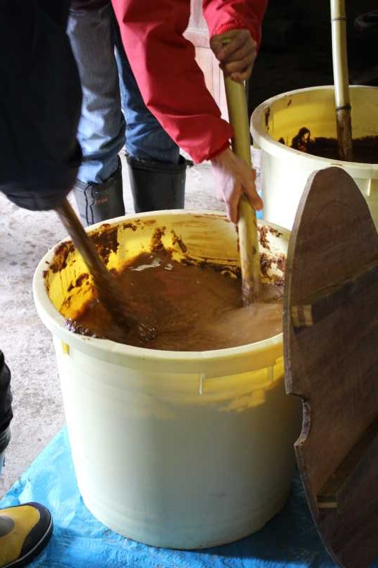 手作り醤油搾りのお手伝いをしてみた。搾りたて生醤油がおいしすぎてやばい! (10)