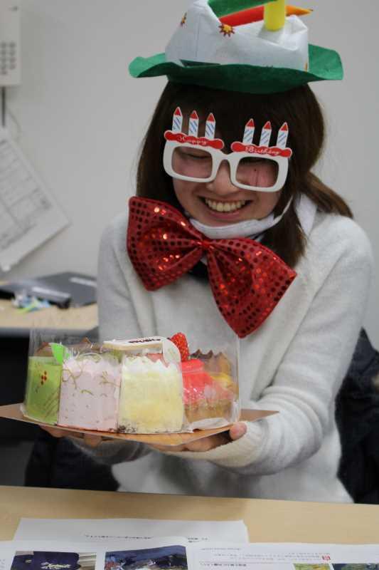 誕生日ケーキをカートケーキのピースを並べてホールするという発想 (3)