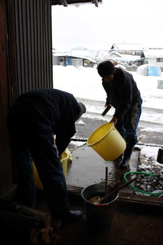 手作り醤油搾りのお手伝いをしてみた。搾りたて生醤油がおいしすぎてやばい! (6)