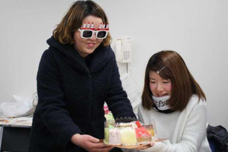 誕生日ケーキをカートケーキのピースを並べてホールするという発想 (2)