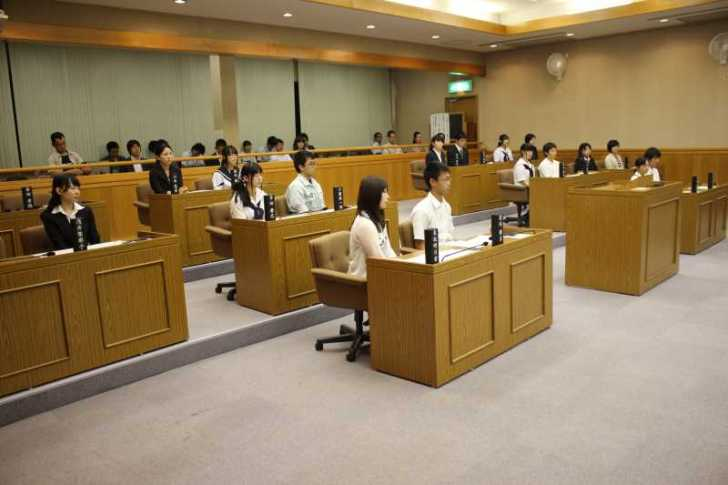 新城市で第一回若者議会が開催!各委員の所信表明+議長が決定しました! (13)