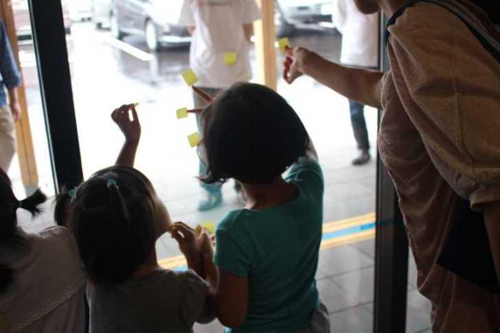 おしゃれなガラス玉を貼るワークショップで子供が大盛り上がり!【つくでまめな会】 (6)