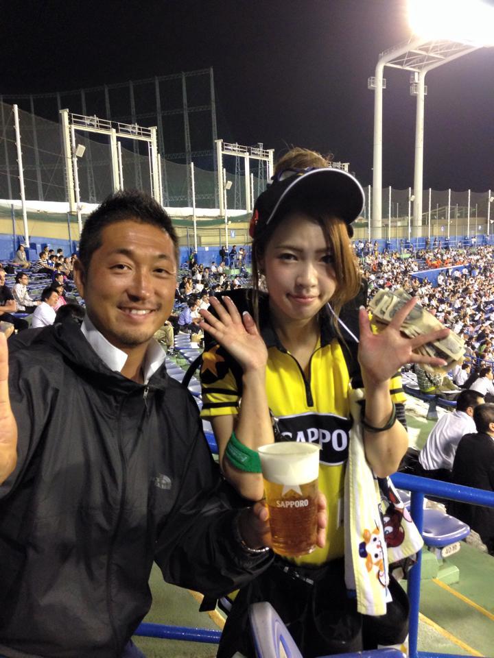 明治神宮球場のかわいい売り子の女の子たち[美人女子シリーズ] (5)