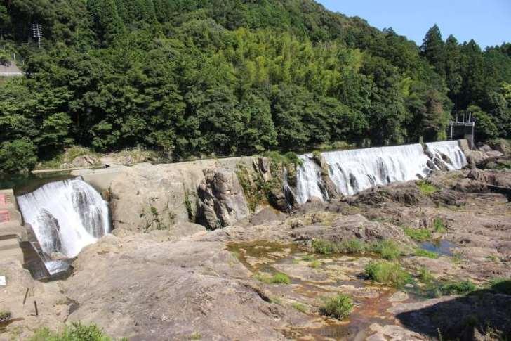 新城市のナイアガラ!?長篠堰堤が美しくて良かった!【日本三大美堰堤】 (1)
