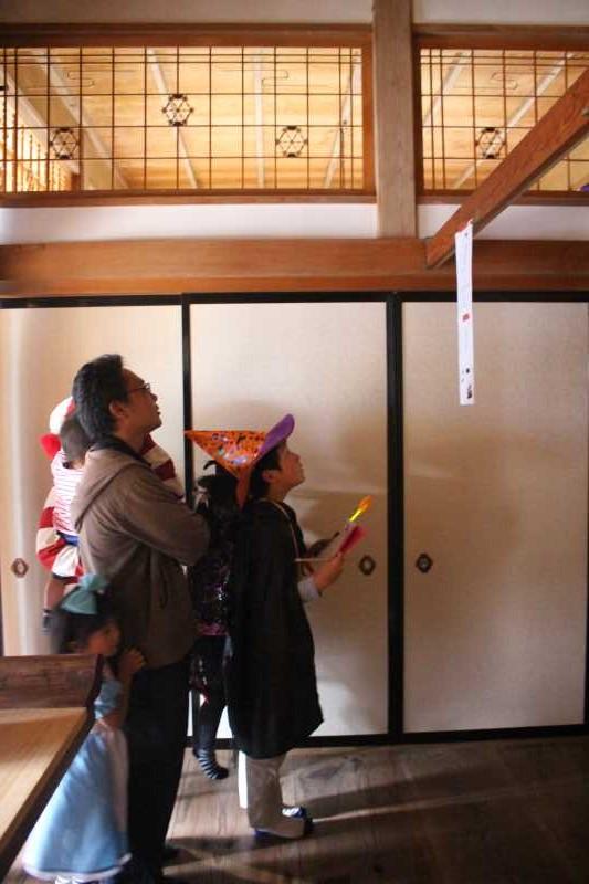 お寺でのハロウィンパーティー開催!仮装しての謎解きが色とりどりで楽しすぎる! (17)