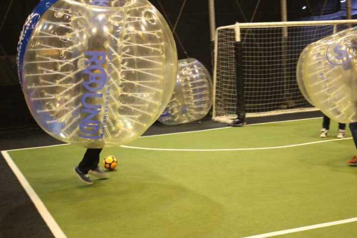 「健康維持にバブルサッカー」若者議会の医療チーム政策が新聞に取り上げられたし、バブルサッカーをやってみた! (9)