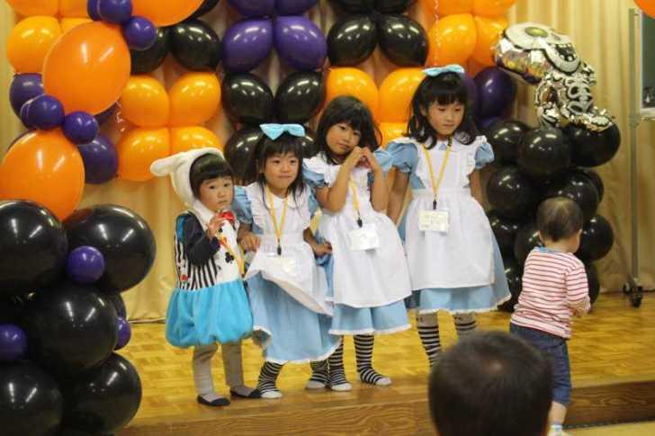 お寺でのハロウィンパーティー開催!仮装しての謎解きが色とりどりで楽しすぎる! (1)