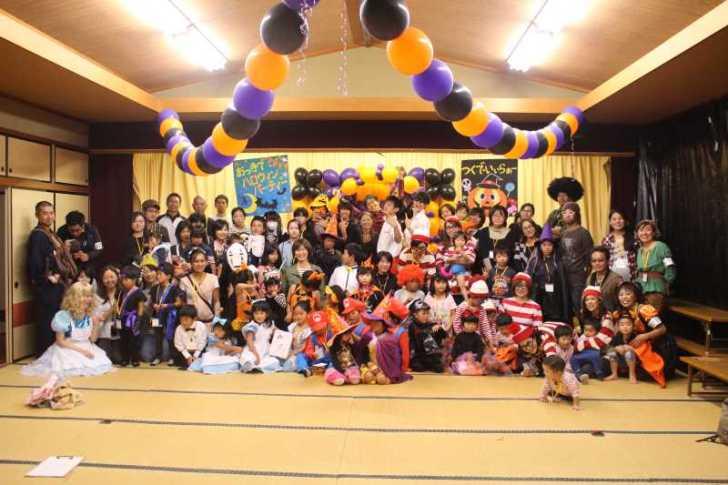 お寺でのハロウィンパーティー開催!仮装しての謎解きが色とりどりで楽しすぎる! (30)