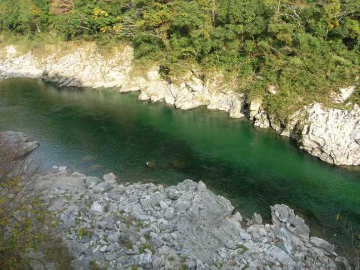 高知の吉野川を8年ぶりに見て、大学時代の四国カヌーツーリングを思い出した。カヌーよもやま話。
