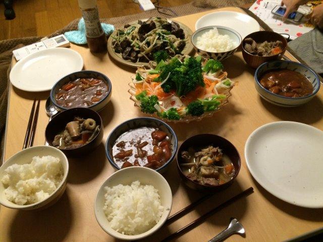 イノシシを飼育している山田英雄さん、そして解体した猪のモツ祭り!【愛知県新城市】 (1)