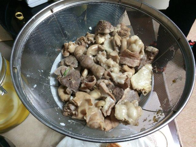 イノシシを飼育している山田英雄さん、そして解体した猪のモツ祭り!【愛知県新城市】 (5)