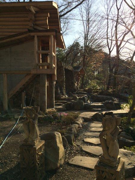 伊豆のスターヒルズのログハウスと作りかけのアースバックハウスがすごすぎた!【静岡】 (5)