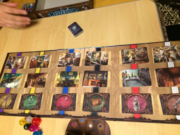ミステリウム(Mysterium)のボードゲームレビュー:霊能力者が幽霊と協力して犯人探しをする異色ゲーム (3)