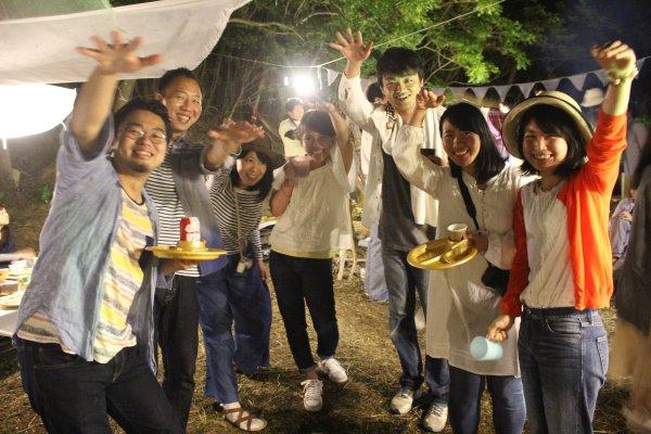 畑に素敵な空間を演出し、採れたて野菜の料理が並ぶファームキャンプパーティーが楽しすぎた! (15)