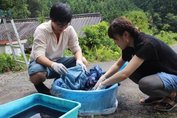 藍染めのワークショップを開催したよ。衣食住の衣のワークショップって珍しいのかも。 (7)