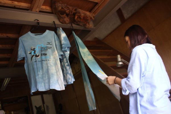 藍染めのワークショップを開催したよ。衣食住の衣のワークショップって珍しいのかも。 (2)