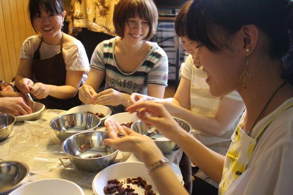 輸入したカカオ豆からチョコレートを作るワークショップを開催!真のチョコレートの作り方!! (13)