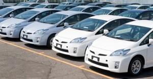 たくさん並んだ未登録自動車