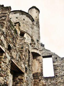 ghost-castle-1221146-639x851