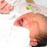 赤ちゃんの夜泣きが止まらない、夜泣きの原因や驚きの改善方法は
