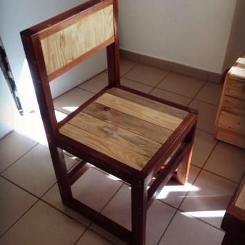 Chaise en palettes et bois de Guyane - TAKARI DESIGN