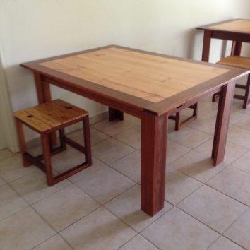 Table et tabourets - TAKARI DESIGN - Guyane - La Fabrique du Dégrad