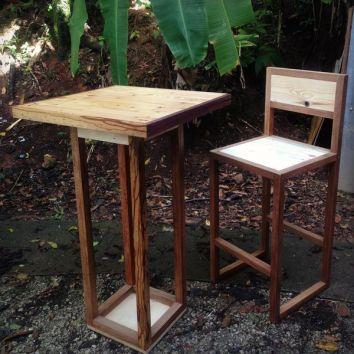 Table haute en bois de palettes et chutes de bois de Guyane