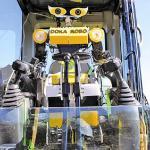 【記事】カナモトら3社/建機の人型操作ロボット開発/危険地域でも作業可能に