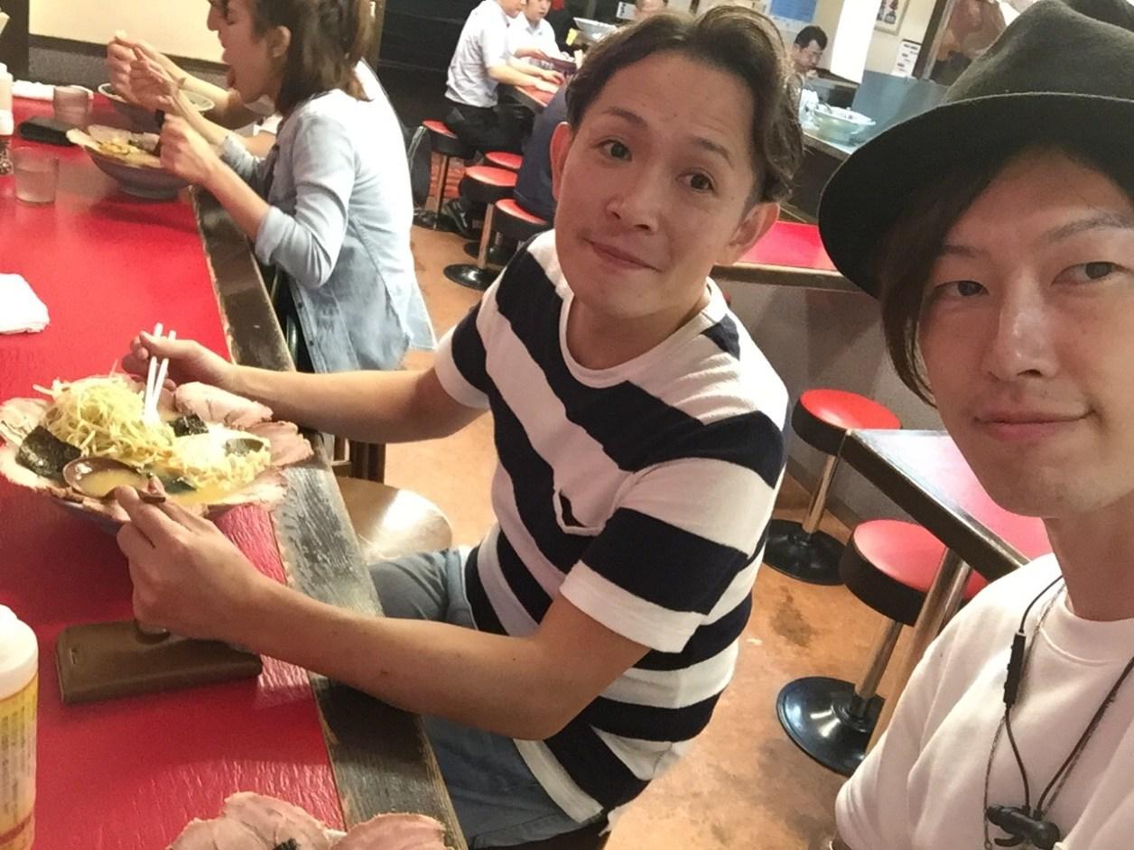 アメさんとイイノが壱発ラーメン食べてる
