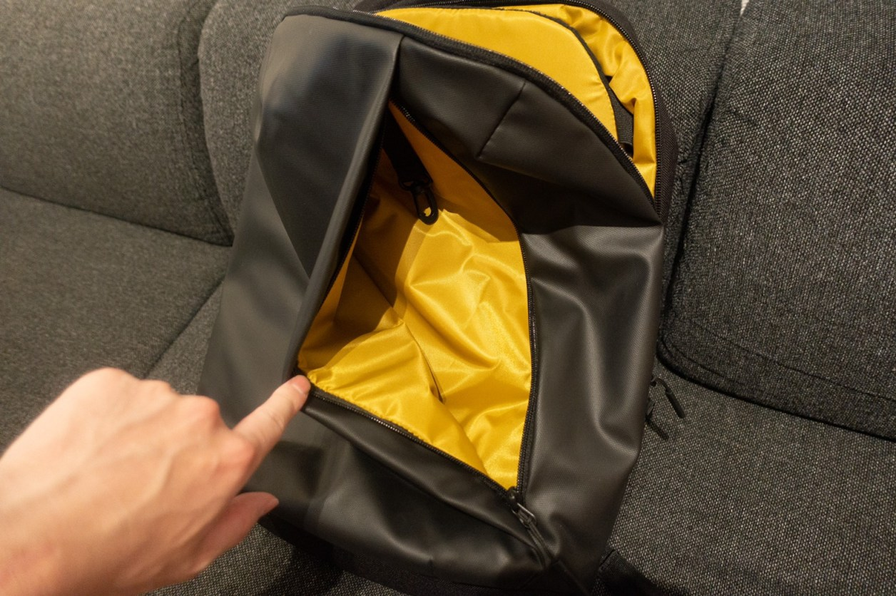 STEM BACKPACK CORDURA COATED BLACK前面収納