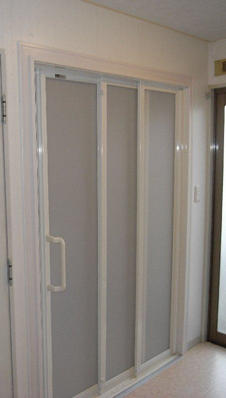 洗面脱衣室も引き戸ですっきり
