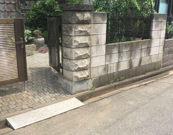立派な門柱です