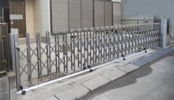 門扉を撤去駐車スペースを拡張します