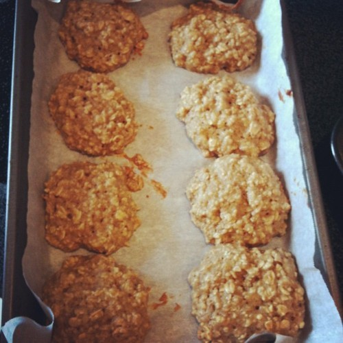 I made these low-fat, low-calorie Cinnamon Oatmeal Banana cookies, adapted from a recipe on the blog, Skinnytaste. The original recipe is a Oatmeal Banana Nut cookie, using chopped walnuts, but I opted to forgo on the nuts for an even lower fat and lower calorie version of the cookie.  I also used rolled oats instead of quick oats, and I think they really enhanced the flavor and texture of the cookie.  Instead of the gritty taste you can sometimes get from instant oatmeal, the rolled oats offered bigger pieces of oatmeal in every bite. They came out moist and fluffy and absolutely delicious! :)