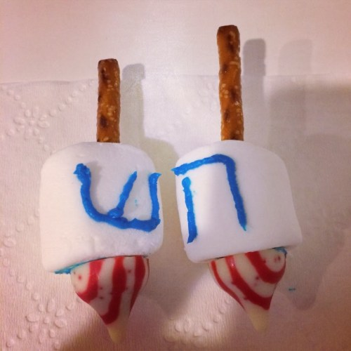 Marshmallow Dreidels for #Hanukkah