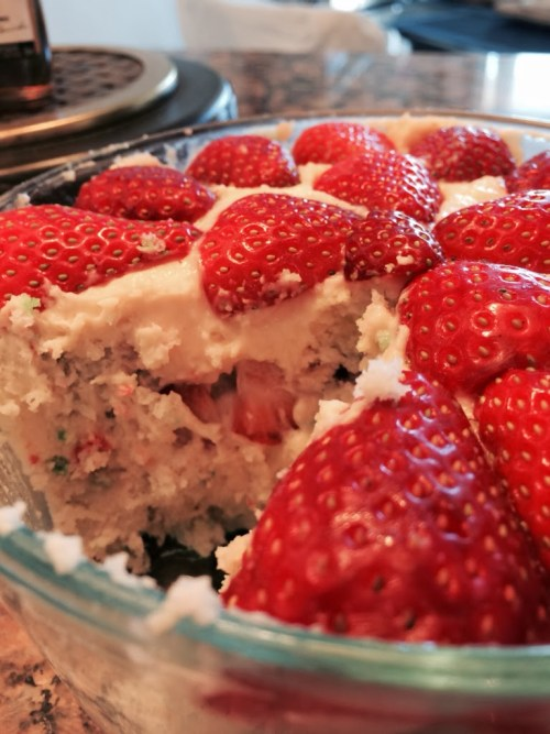 Funfetti Strawberry Cheesecake Trifle for #SundaySupper