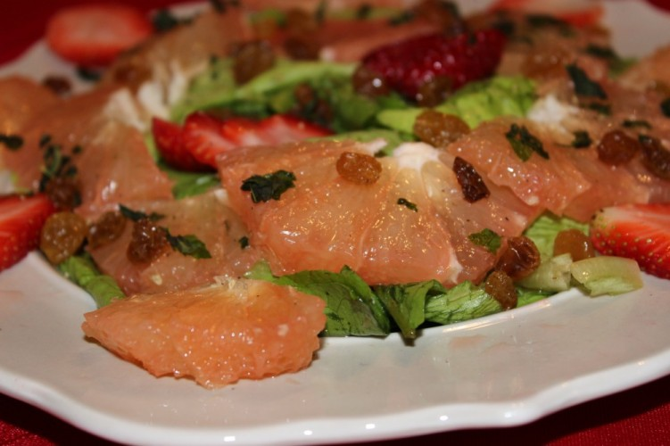 Florida grapefruit salad with strawberries and golden raisins #flgrapefruit