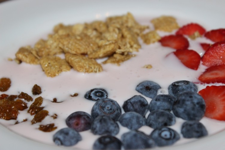 Granola Smoothie Bowl #HeartHealthMonth #HealthySnacksHealthyHeart